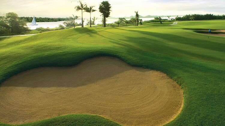 Sân Golf 18 lỗ tại SwanBay thích hợp cho cư dân giao lưu thể thao